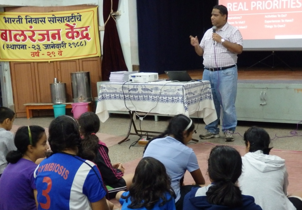 Kapil Apshankar conducting Priority Management Workshop